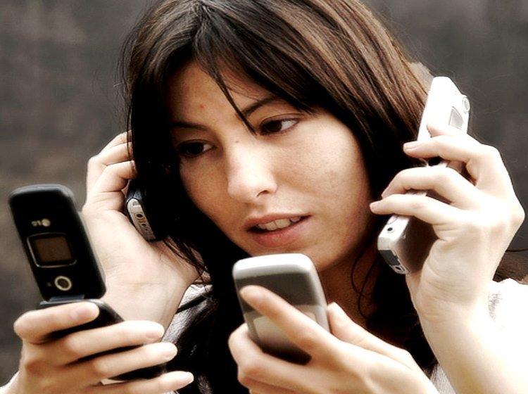 Adicción al celular - Un video que relata el día a día de una chica sin teléfono acumula millones de visitas en YouTube
