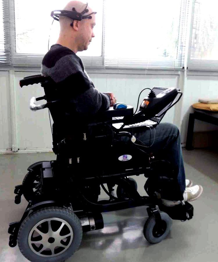 Crean una silla de ruedas que se mueve con el pensamiento