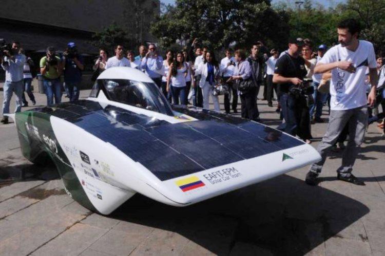 El primer auto solar hecho en Colombia compite en el desierto australiano