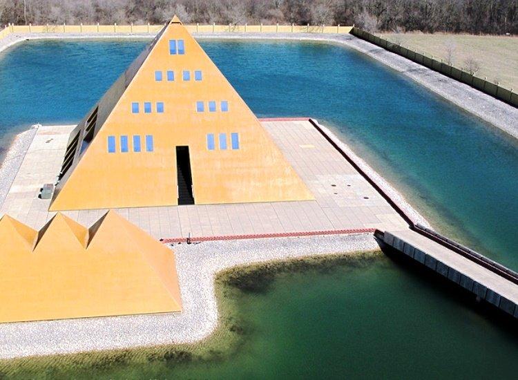 La casa Pirámide dorada