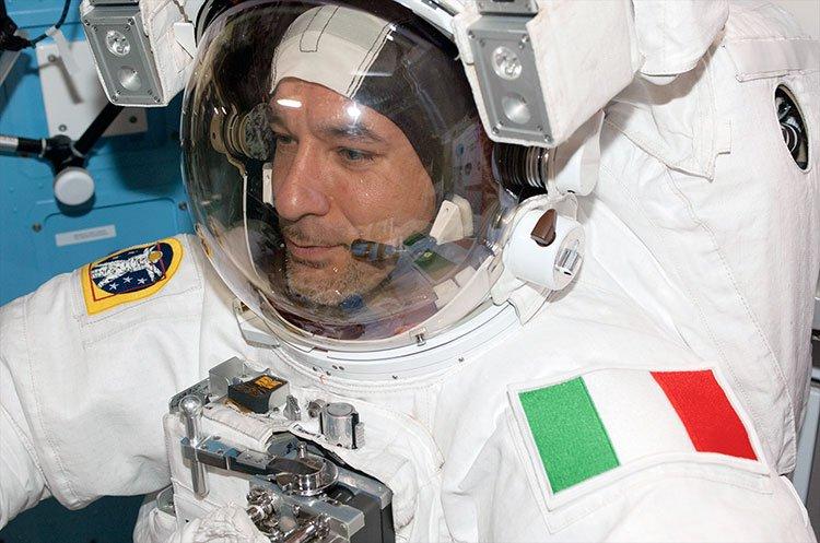 Luca Parmitano, astronauta relata cómo estuvo a punto de ahogarse en la caminata espacial