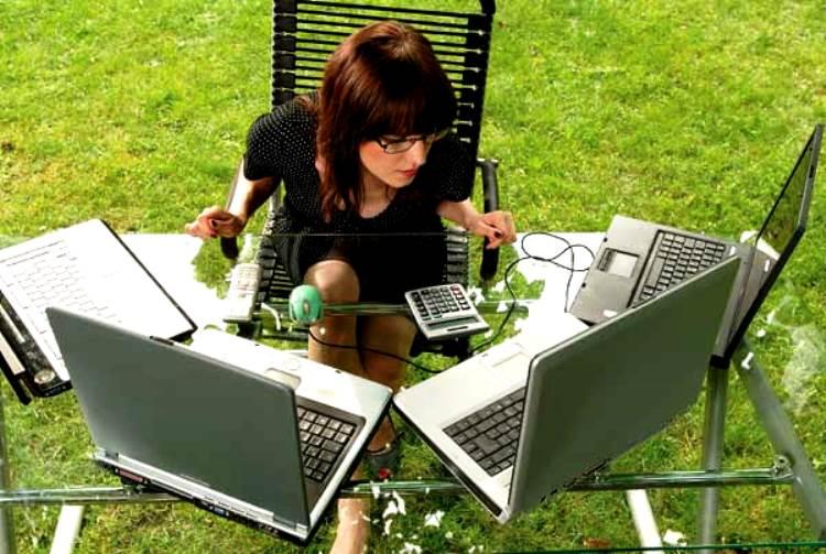 Mujeres adictas al trabajo y la apuesta por el éxito