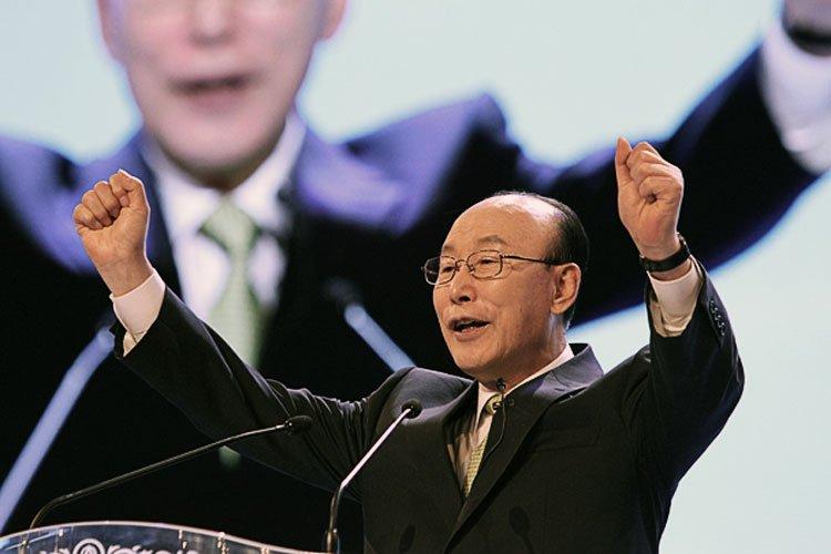 Pastor Yong-gi Cho es condenado a 3 años de prisión