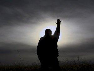 Una tercera parte de los estadounidenses creen que solo la oración cura la Enfermedad mental