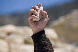 Pastor, quien iba a ser apedreado por musulmanes ora por los agresores y escapa milagrosamente de la muerte