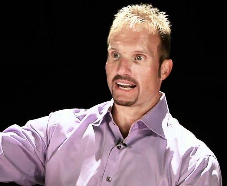 Ron Carpenter Pastor de una Mega iglesia confiesa los affaires de su esposa