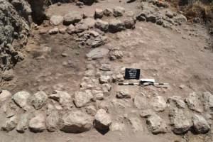 ruinas de una ciudad cananea bajo las ruinas de otra ciudad antigua en Israel