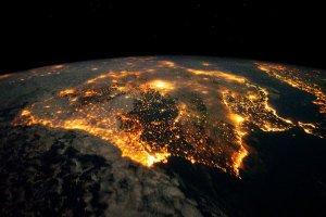 cómo se ve la tierra de noche