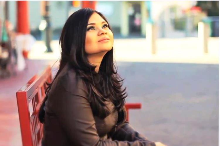 """Mónica Rodríguez canta """"Me falla todo menos Tú"""""""