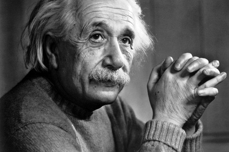 Niño genio explica a Dios científicamente