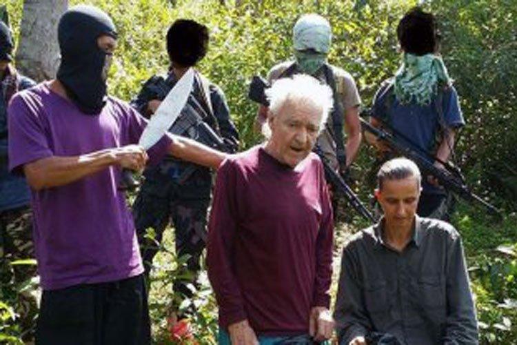 Terroristas amenazan con decapitar rehenes alemanes en Filipinas
