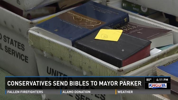 """Alcaldesa fue """"sepultada"""" con 1000 Biblias"""