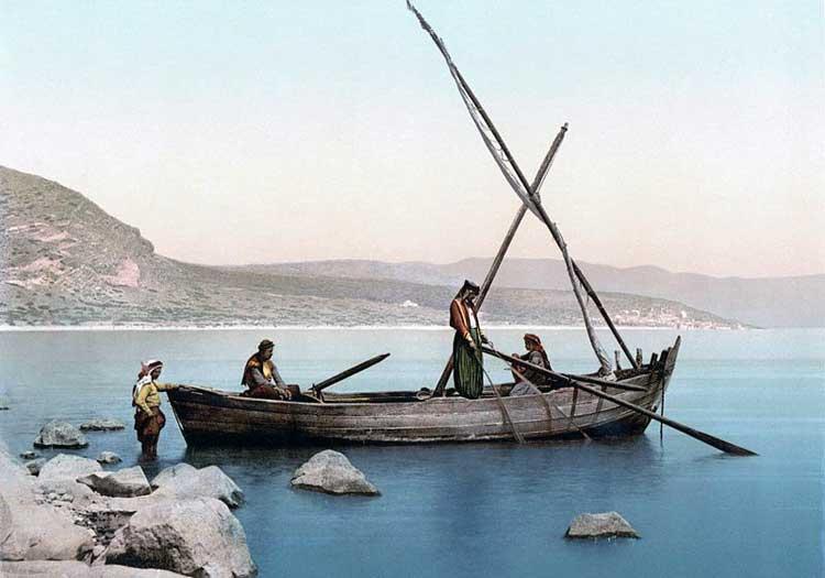 Los pescadores modernos en el mar de Galilea