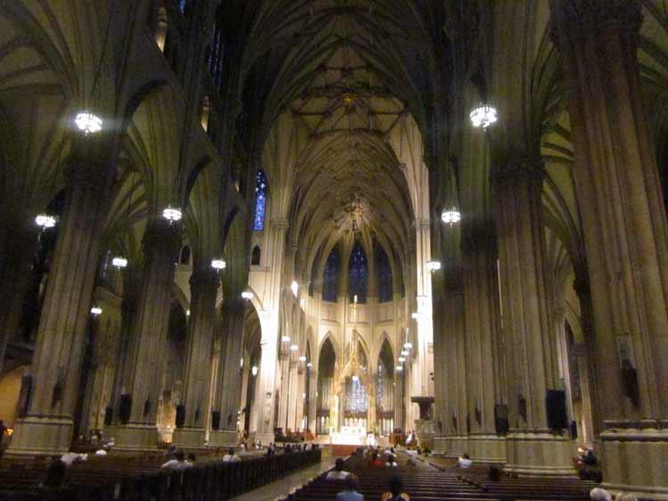 Nueva York cierra 31 templos por falta de fieles