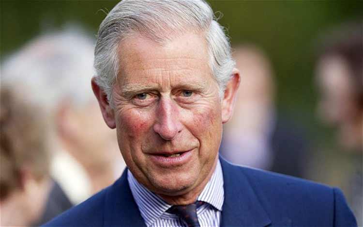 Príncipe Carlos ora por la paz