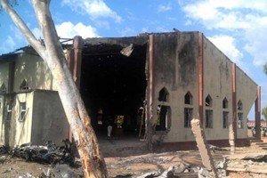 200 musulmanes protegen a cristianos de ataques
