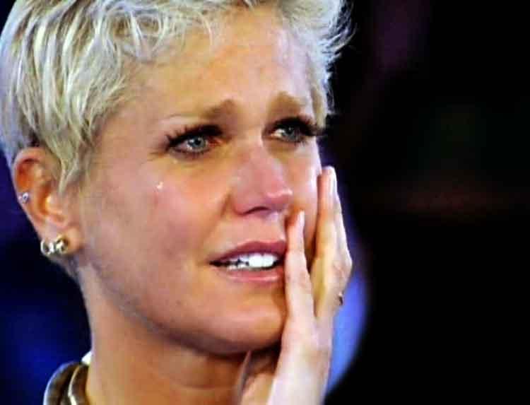 Xuxa se emociona ante una canción cristiana