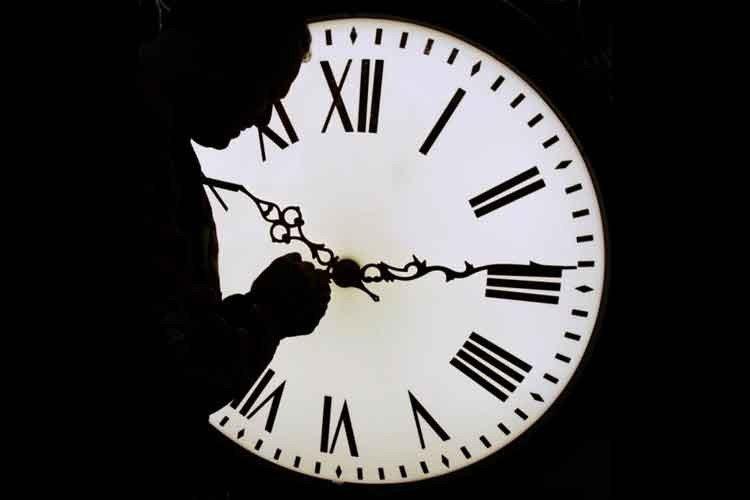 Del Medianoche Avanza 'reloj Final' Juicio Hacia v0nwmN8