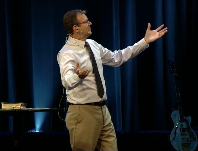 Pastor perdona a asesino de su padre