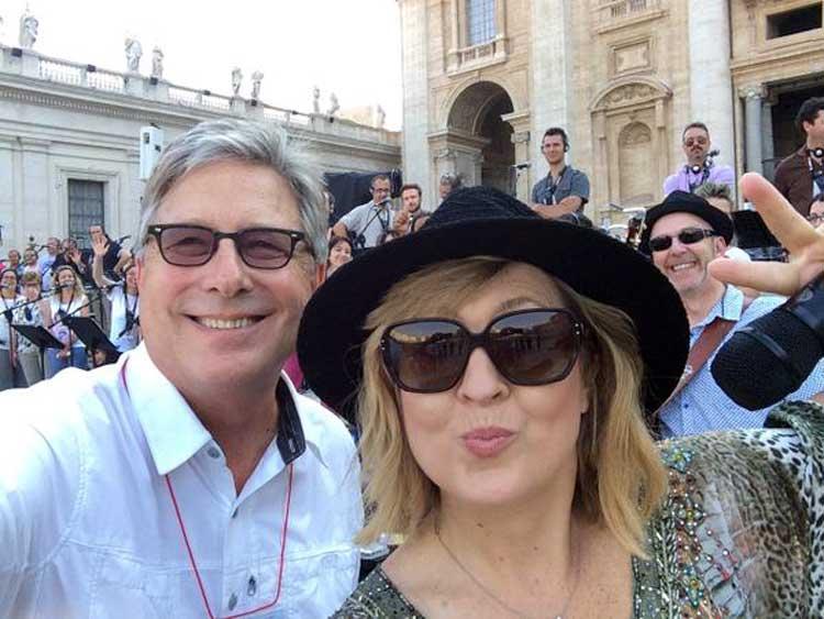 Darlene Zschech, Don Moen, Andrea Bocelli con Francisco