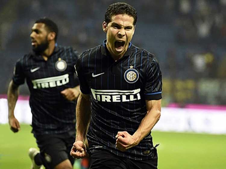 Juega en Milán y lo llaman el Profeta ¿Quién es?