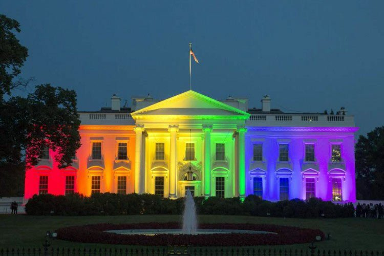 La Casa Blanca pintada de Arco Iris – una afrenta