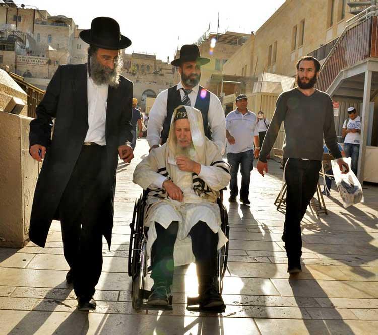 Rabino recibe visión en la cueva de Elías el Profeta