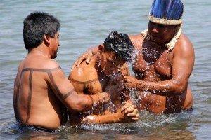 Bautizan a 43 indios