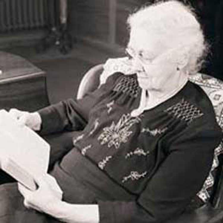 Con 92 años leerá la biblia entera por 210ª vez
