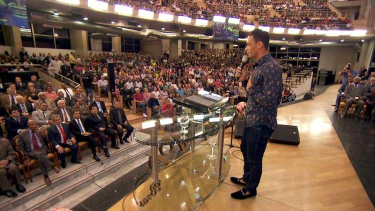 Pastor goleador convierte todo un equipo y forma iglesia