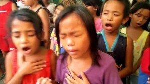 Increíble como adoran a Dios estos niños