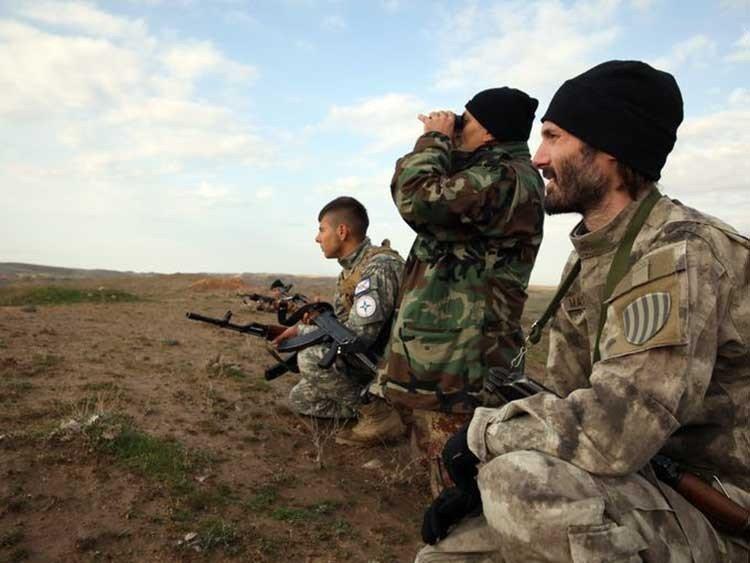 Cristianos reciben entrenamiento militar