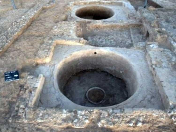 Prensa de vino y un epitafio de 1500 - 1700 años