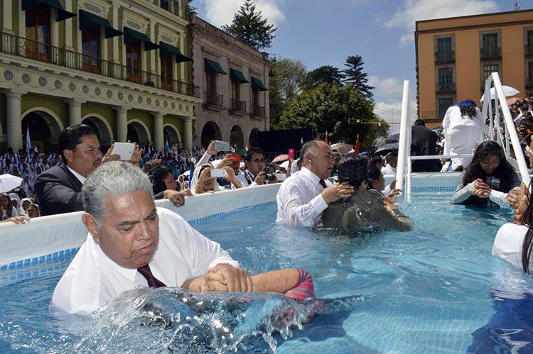 Iglesia bautiza a más de 50 mil personas