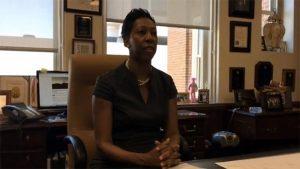 Una jueza con amor, hace llorar a adolescentes