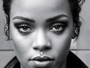 Rihanna alaba a Dios por estar la 7ª semana # 1