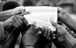 20.000 Biblias para familias palestinas