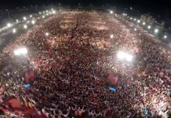 Video que muestra miles de conversiones en Pakistán