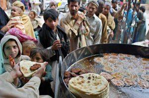 Cristianos dan comida a musulmanes pobres en Siria