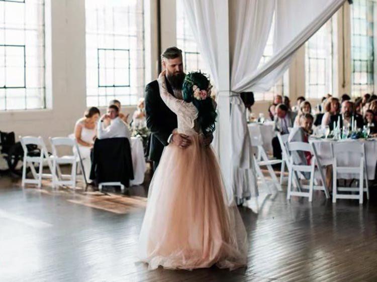 paralitica busca a Dios, y en el día de su boda...