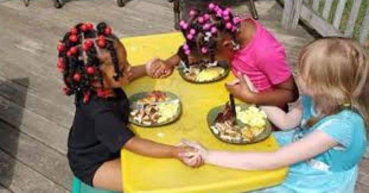 Fotos de niñas que oran viral en las redes sociales