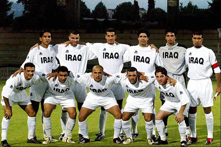 La selección de Futbol de Irak sacrifica un cordero