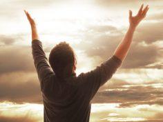 De ser adorado pasó adorar al Dios Verdadero