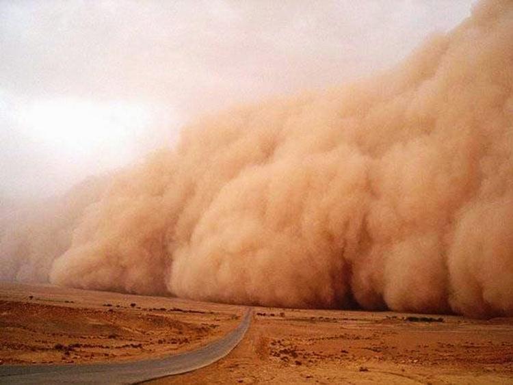Dios manda una tormenta de polvo para salvarlos