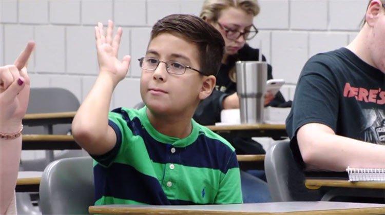 Niño prodigio en la Universidad dice: Dios existe