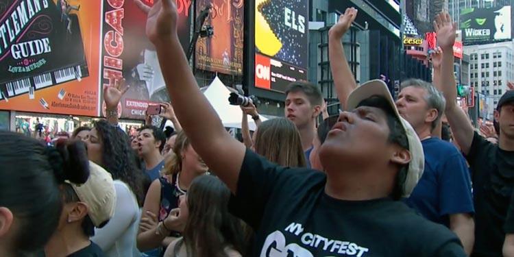 Cristianos en Nueva York serán mayoría en 2026