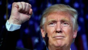 Cristianos oran por Donald Trump presidente