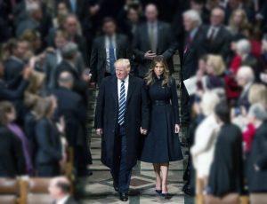 Melania Trump llora en el himno - Cuán grande es Él
