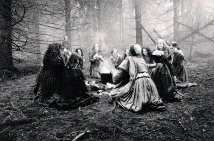 brujas se unen en ritual contra trump