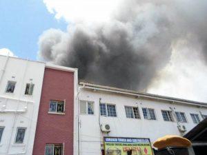 Miles de Biblias quedan intactas ante feroz incendio